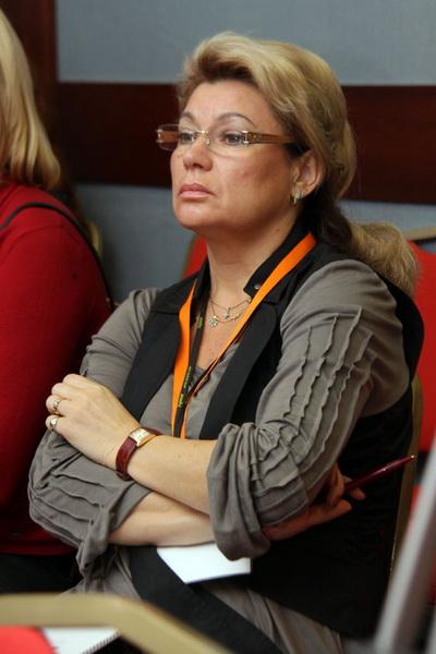 Доклад Алены Базловой (слева)